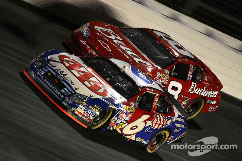Mark Martin y Dale Earnhardt Jr.