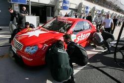 Les mécaniciens de Jean Alesi en simulation de pit-stop