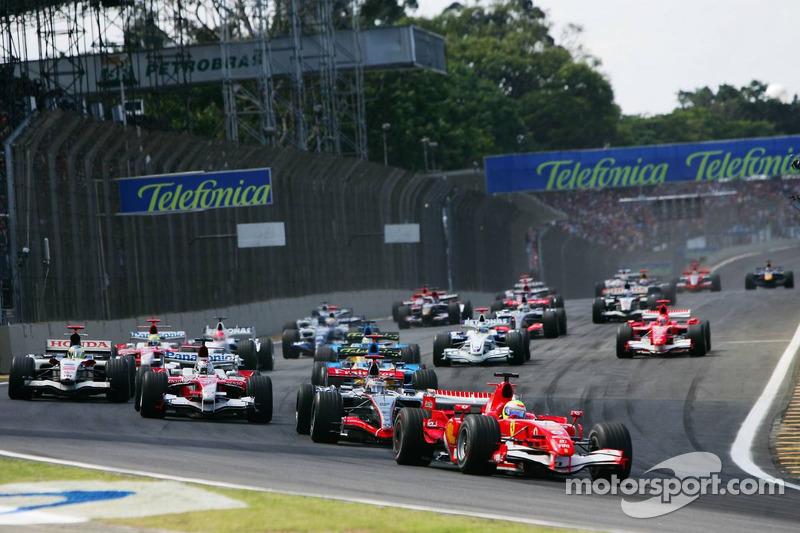 Départ : Felipe Massa prend la tête devant Kimi Räikkönen, Jarno Trulli, Giancarlo Fisichella et FernandoAlonso