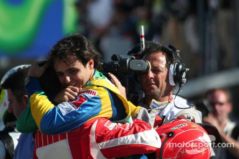 Переможець гонки Феліпе Маса привітав Міхаеля Шумахера