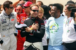 Ceremony for Michael Schumacher's retirement on the starting grid: Pedro de la Rosa, Michael Schumacher Rubens Barrichello and Pelé