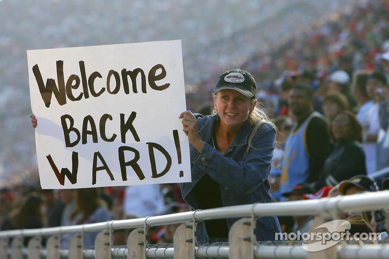Un fan tient une pancarte pour Ward Burton