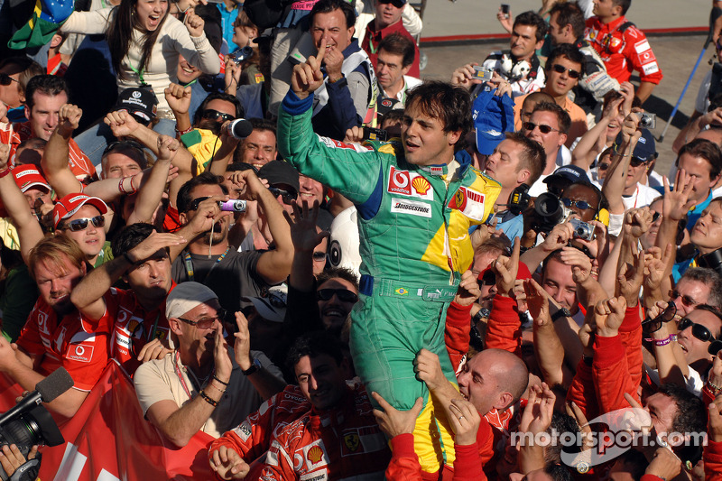 Brasil 2006 - baño de masas en casa