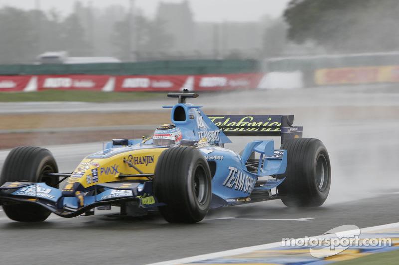 Jonathan Cochet dans la Renault F1 R25
