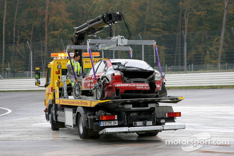 La voiture de Vanina Ickx sur un camion après son accident