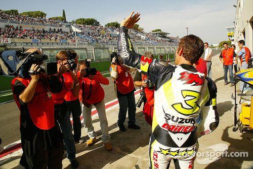 Team Alstare Suzuki presenta a Max Biaggi