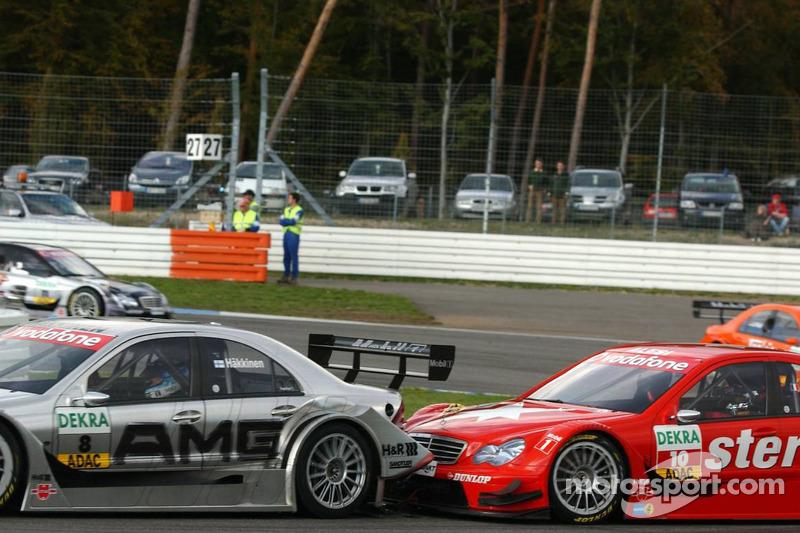 Jean Alesi et Mika Häkkinen en bataille