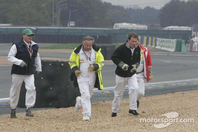 Des commissaires de course de retour après leur intervention