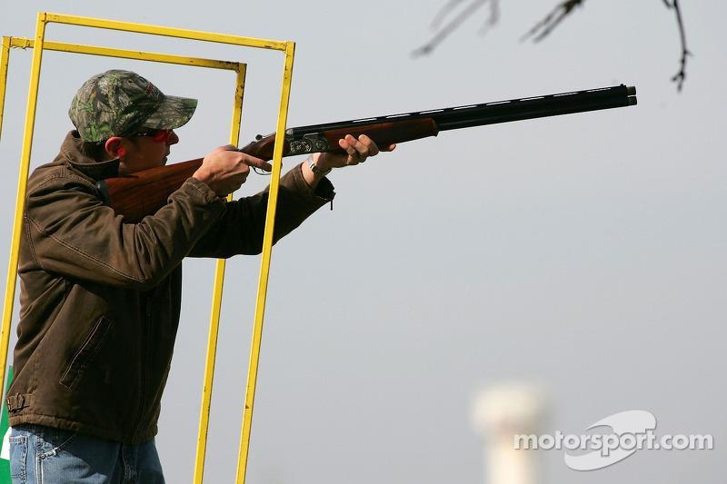 Beretta Celebrity Clay Shoot au Ranch Circle T à Fort Worth au Texas : Kurt Busch vise une cible en argile