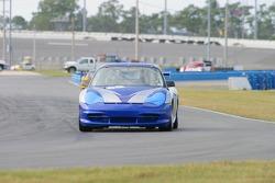 La Porsche GT3 Cup n°68 du TRG : Bruce Dandrew