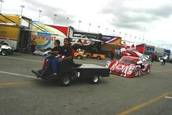 La Pontiac Riley du SAMAX Motorsport tirée dans la voie des stands