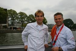 Jeroen Bleekemolen with Jan Lammers, Seat Holder of A1Team Netherlands