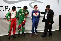 Tony Teixeira, A1GP, hands Nicolas Lapierre thr trophy for 3rd place