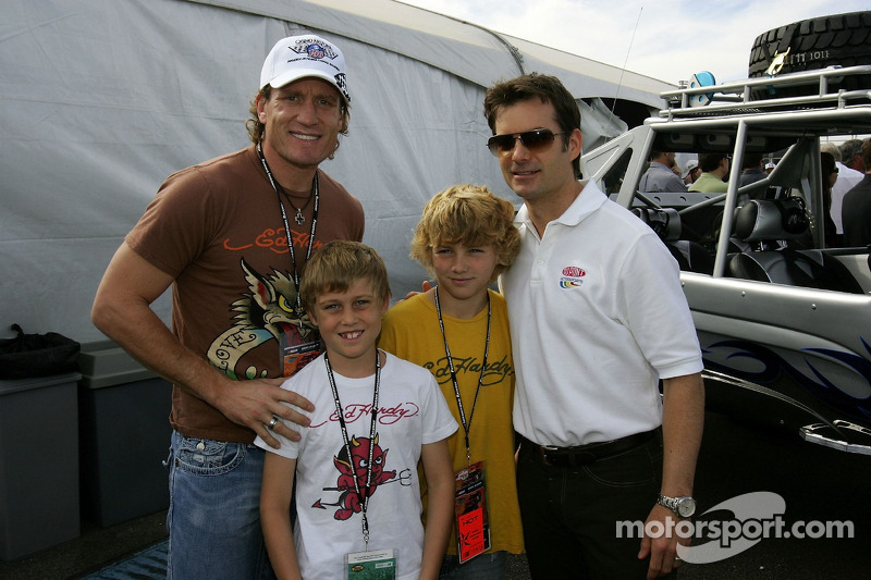 Jeremy Roenick of the Phoenix Coyotes, with his kids, and Jeff Gordon