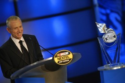 Mark Martin accepts the award for his 9th place finish in the points chase