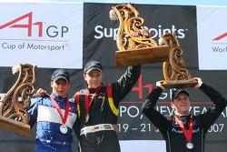 Podium: race winner Nico Hulkenberg with Loic Duval and Jonny Reid
