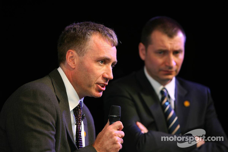 Bob Bell, Technical Director Chassis Renault F1 Team and Rob White, Depute MD Engine Development Renault F1 Team