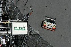 #22 Alegra Motorsports/ Fiorano Racing Porsche GT3 Cup: Carlos de Quesada, Jean-François Dumoulin, Scooter Gabel, Marc Basseng takes the checkered flag to win the GT class