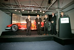 Chief Technical Officer Mike Gascoyne talks about the new car, the Spyker-Ferrari F8-VII, with Colin Kolles, Michiel Mol and Victor Muller