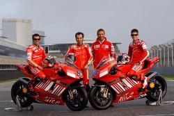 Ducati Corse: Loris Capirossi, Vittoriano Guareschi and Casey Stoner pose with Livio Suppo