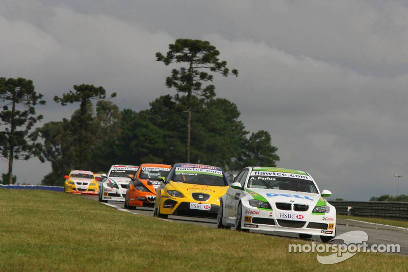 Augusto Farfus, BMW Team Germany, BMW 320si WTCC et Gabriele Tarquini, SEAT Sport, SEAT Leon
