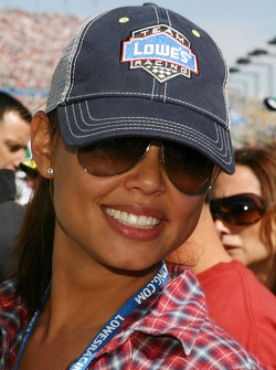 Vanessa Minnillo is all smiles