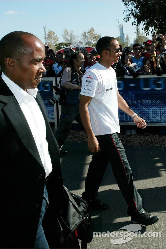 Anthoney Hamilton, padre de Lewis Hamilton, y Lewis Hamilton, McLaren Mercedes