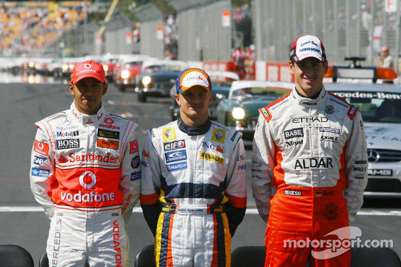 Lewis Hamilton, McLaren Mercedes, Heikki Kovalainen, Renault F1 Team, y Adrian Sutil, Spyker F1 Team