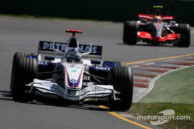 Нік Хайдфельд, BMW Sauber, і Льюіс Хемілтон, McLaren Mercedes
