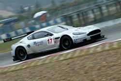 #17 Barwell Motorsport Aston Martin DBR9: Jonny Kane, Jonathan Cocker