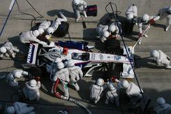 Nick Heidfeld, BMW Sauber F1 Team pitstop