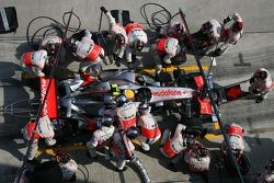 Lewis Hamilton, McLaren Mercedes pitstop