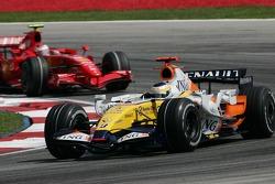 Giancarlo Fisichella, Renault F1 Team, R27 and Kimi Raikkonen, Scuderia Ferrari, F2007