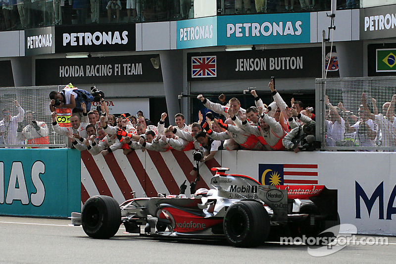12º Fernando Alonso - 17 corridas - De China 2006 até Bélgica 2007 - Renault e McLaren