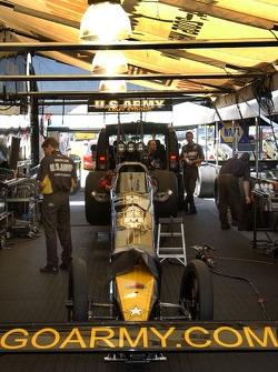 La voiture de Tony Schumacher est prête pour les qualifications