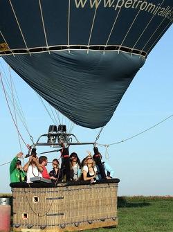 Formula Una girls in a hot air balloon