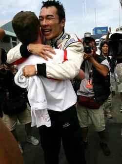 Takuma Sato, Super Aguri F1 Team celebrates point finish