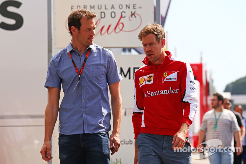 (De izquierda a derecha): Alexander Wurz, Williams Conductor Mentor con Sebastian Vettel, Ferrari