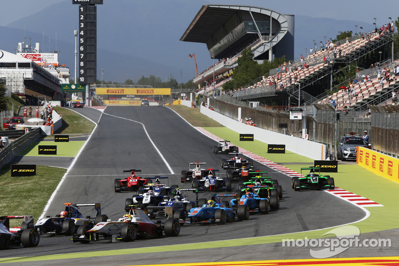 Start: Alex Palou, Campos Racing, vor Mitch Gilbert, Carlin, und Pal Varhaug, Jenzer Motorsport