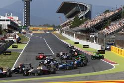 Start: Alex Palou, Campos Racing leads Mitch Gilbert, Carlin and Pal Varhaug, Jenzer Motorsport