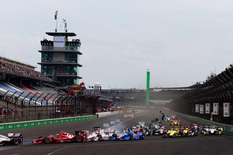 Start: Scott Dixon, Chip Ganassi Racing, Chevrolet, mit Dreher