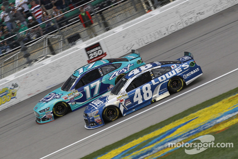 Ricky Stenhouse Jr., Roush Fenway Racing Ford and Jimmie Johnson, Hendrick Motorsports Chevrolet