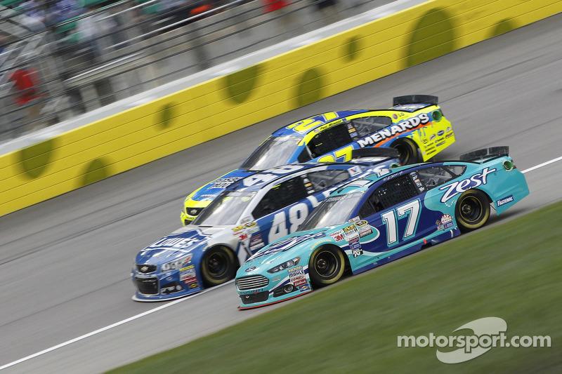Пол Менард, Річард Чілдресс Racing Chevrolet, Джіммі Джонсон, Hendrick Motorsports Chevrolet та Рікк
