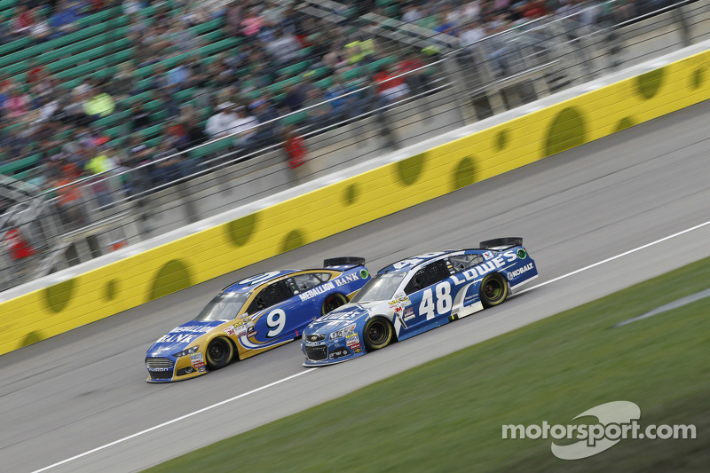Sam Hornish Jr., Richard Petty Motorsports Ford and Jimmie Johnson, Hendrick Motorsports Chevrolet