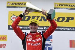 El ganador de la carrera, Gordon Shedden, Honda Yuasa Racing