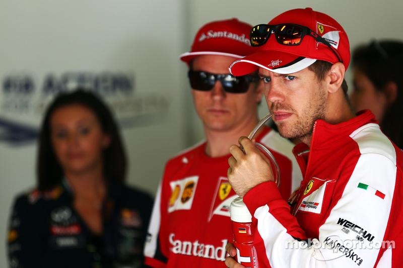 Sebastian Vettel, Ferrari, und Kimi Räikkönen, Ferrari, bei der Fahrerparade