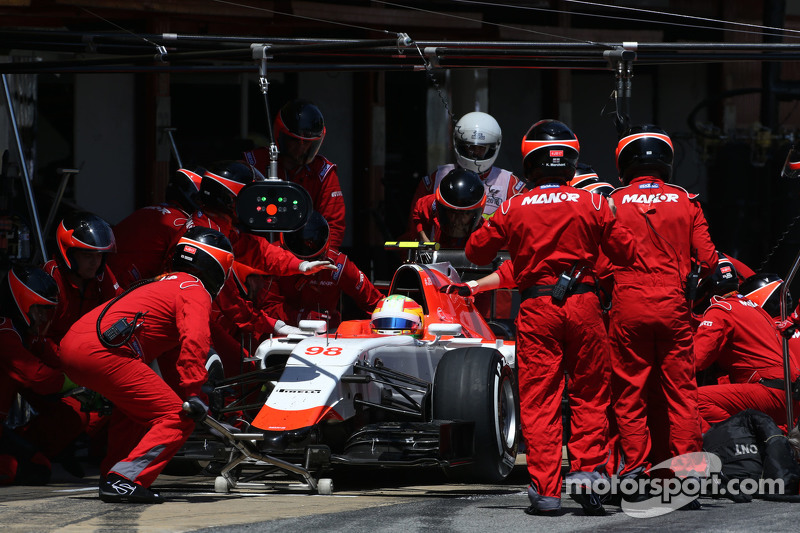 Roberto Merhi, Manor F1 Team during pitstop