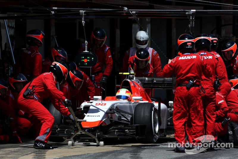 Roberto Merhi, Manor F1 Team during pitstop