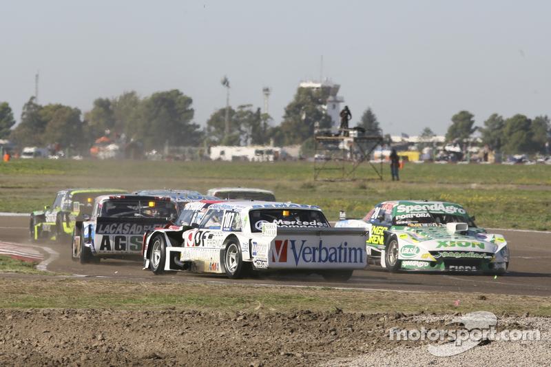 Leonel Sotro, Alifraco Sport Ford and Emiliano Spataro, UR Racing Dodge reversed