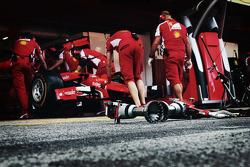 Ferrari practica una parada en los pits
